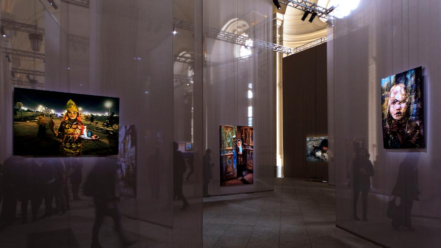 Una sala della mostra Il mondo di Steve McCurry